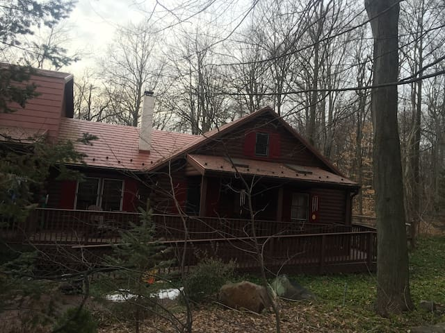 Lucy's Log Cabin Cottage in the Woods