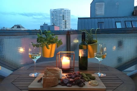 charming, top located studio with lovely balcony! - Vienna - Lejlighed