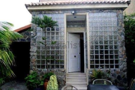 En casa chalet -Habitacion vista jardin - Tafira Baja - Haus
