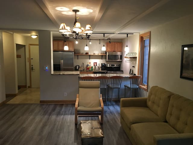 Walk to Lifts & Main St--1 BD 1 BA
