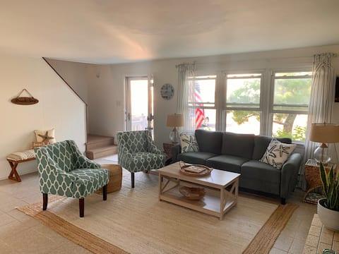 Coastal 4 Bedroom Seaside Getaway - Barnegat Light