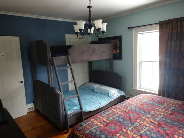 Farmer bedroom -king bed and bunk bed