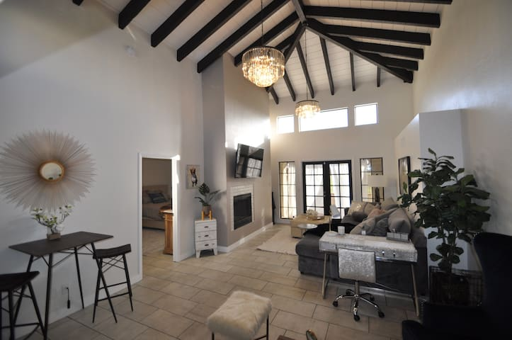 **STUNNING OLD TOWN 3 BEDROOM GOLF VIEW RETREAT!**