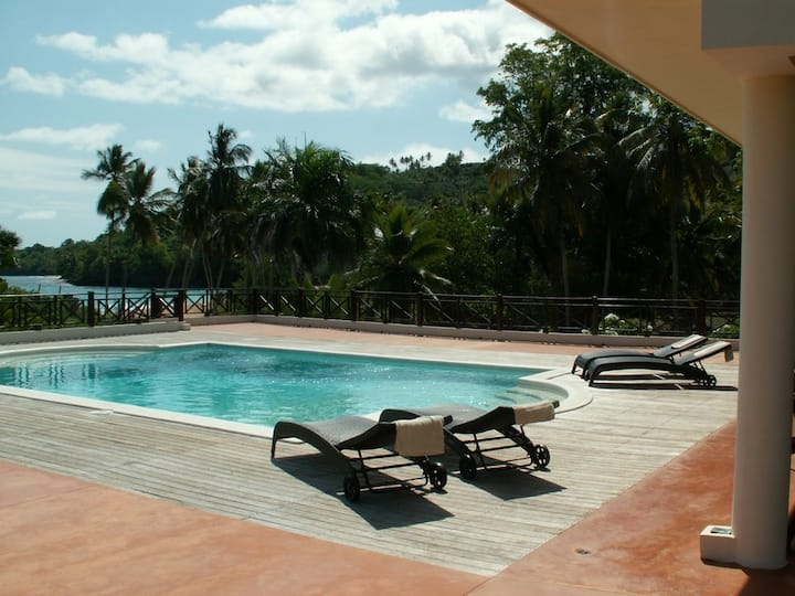 Beachfront colonial Villa Samana