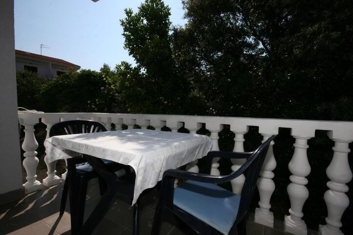 One bedroom apartment with terrace Mandre (Pag) (A-6405-f)