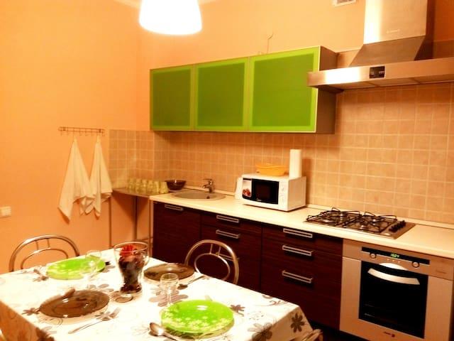 2к в элитном доме размещение до 7 человек - Kazan