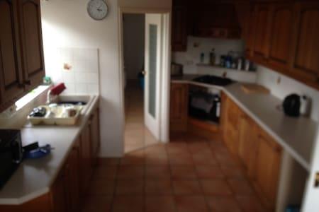 Detached house, quiet, wifi, dog, - Bed & Breakfast