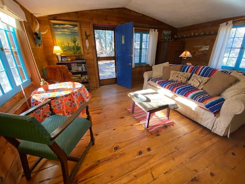 Secluded Folk Art Cabin by the Acequia
