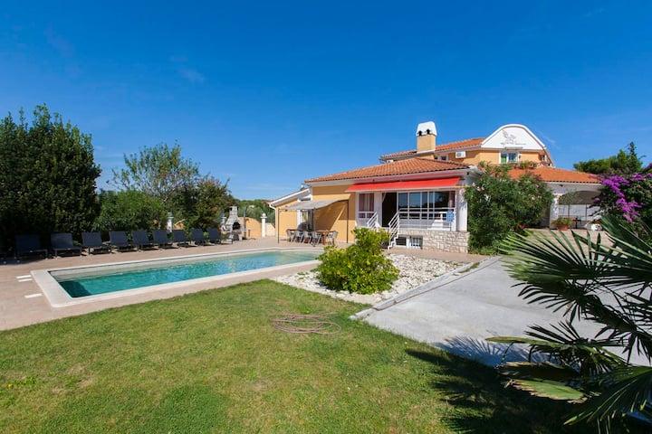 Villa VEDORNA luxury holiday home near beach