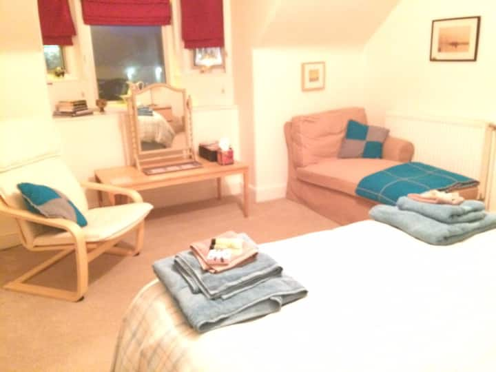 Spacious double bedded room.