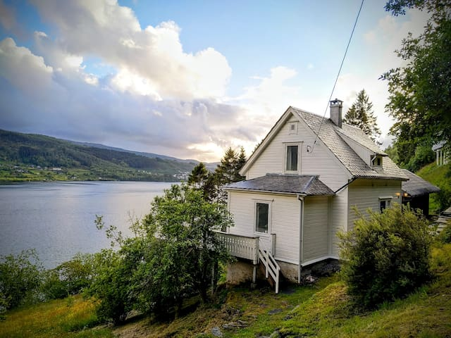 Sofias house with fjord view. 30min from Bergen