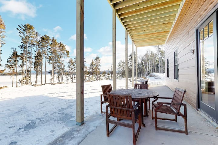 Dog-friendly lakefront cabin w/ firepit, water views, & more - close to skiing!