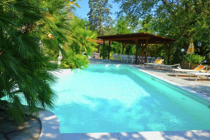 Spacious Holiday Home in Terranuova Bracciolini with Pool