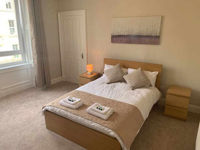 Newly Refurbished City Centre Apartment