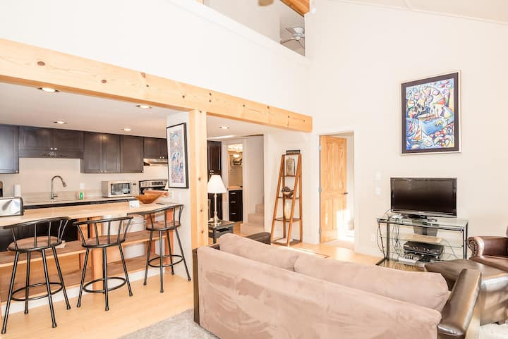 Modern Condo Right Next to River Run Lifts and Walk to Downtown Ketchum  | 2 Bedroom, 2 Bathroom