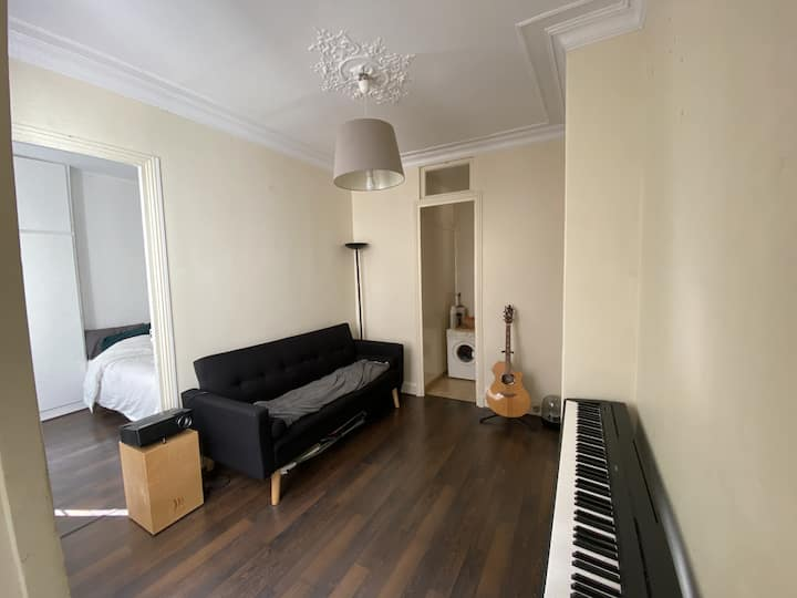 Quiet 1 bedroom apartment in the Marais