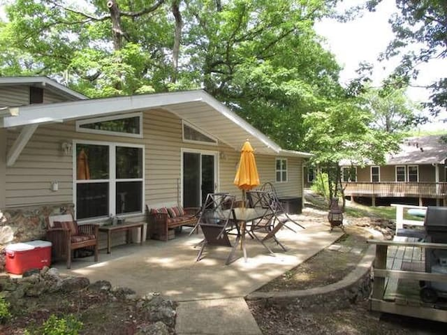 Three Bedroom House with Private Dock - Sunrise Beach - Cabin