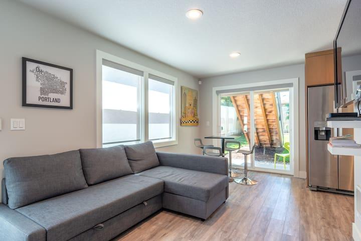 New Modern Alberta Arts Apartment