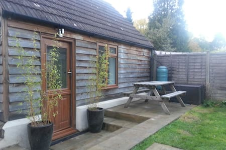 2 bedroom cabin with bathroom - West Kingsdown
