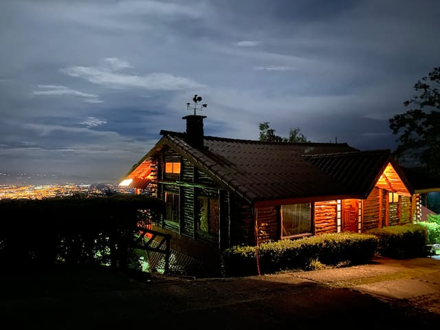 Antares -CITY VIEW-indoor jacuzzi-