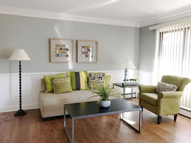 Stylish & Modern 1BR Apartment in Royal Oak - Royal Oak - Lägenhet