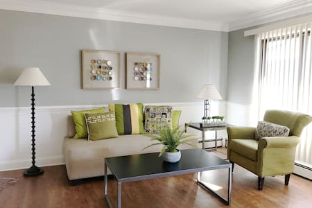 Stylish & Modern 1BR Apartment in Royal Oak - Royal Oak - Leilighet