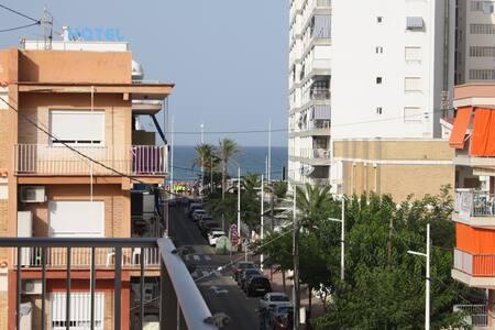 Luminoso y tranquilo apartamento con vistas al mar - Grau i Platja