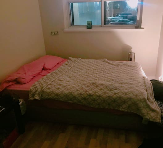 Private Cozy room for Students or Couple :)