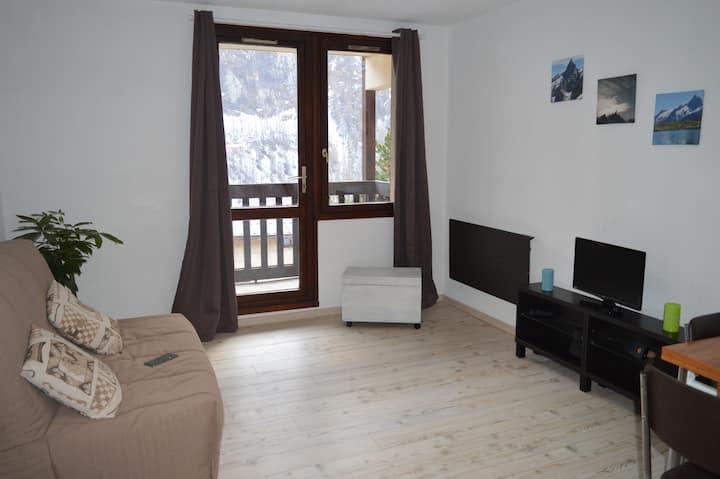 Charmant studio avec balcon face à la Meije