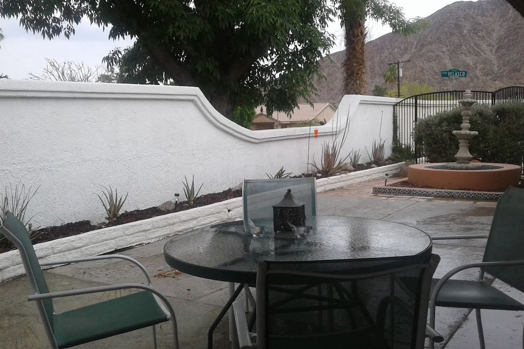 New private courtyard, table and fountain