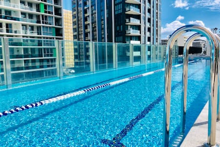 Wolli Creek Modern 2 beds Aparts + Parking