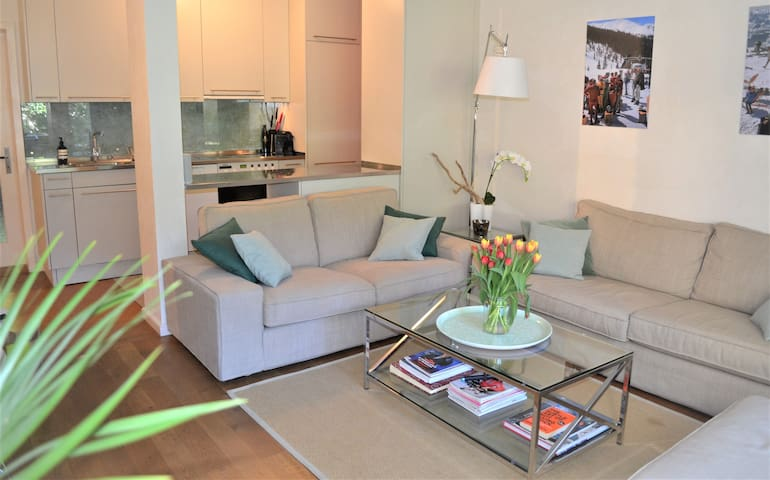 Zurich (CH) - Central serviced apartment with balcony