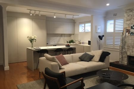 Apt on golf course. 2min to harbour - Rose Bay