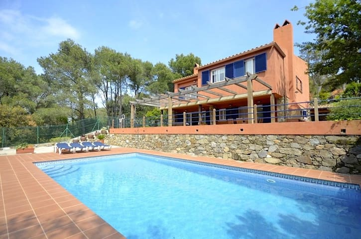 Fantastic Mediterranean style property, located in a quiet residential area of Llafranc.