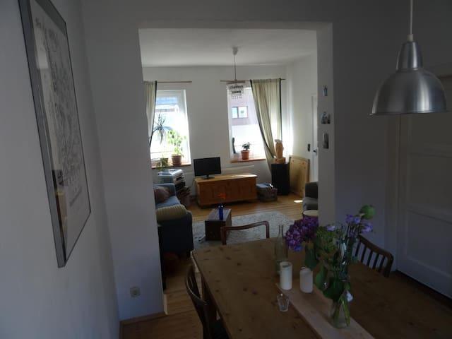 Eigener 30m² Wohnbereich in 120m² ALTBAU-HAUS-WG