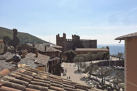 New Cozy apartment with a view - Torri del Benaco - Apartment