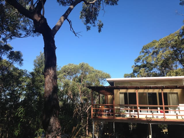 Two bedroom mountain getaway - Springwood - Huis