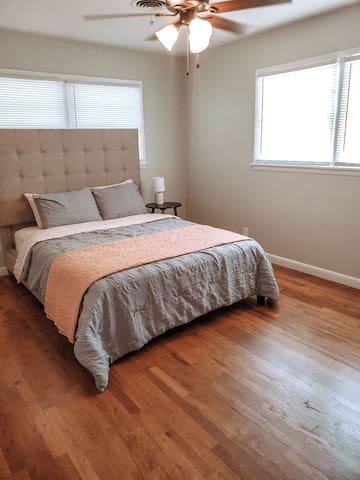Guest bedroom #2. Queen size bed