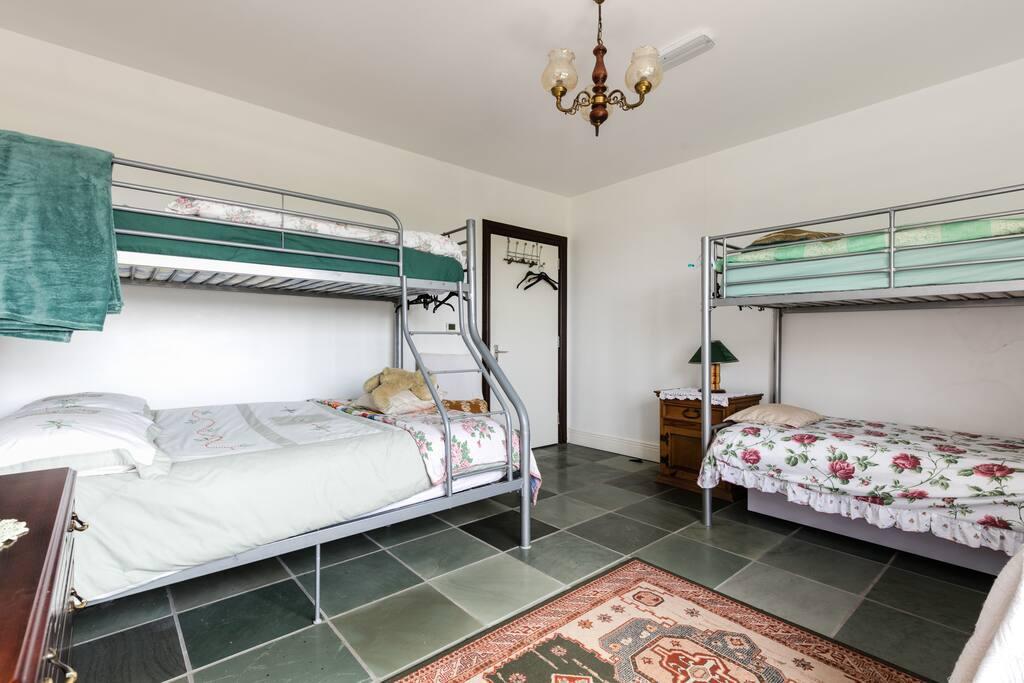 Room4 - sleeps 5 including double