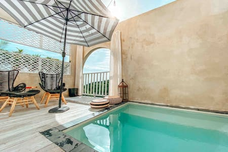 Private Pool Suite with exterior tub  11