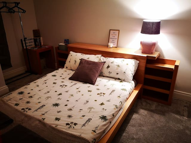 Modern Room, Close to Airport & Antrim Area Hosp.
