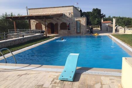 Puglia, Casa Albert w private pool