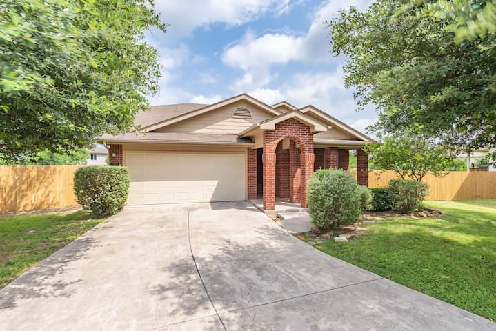 Luxury house near Lackland & Sea World w/Game room