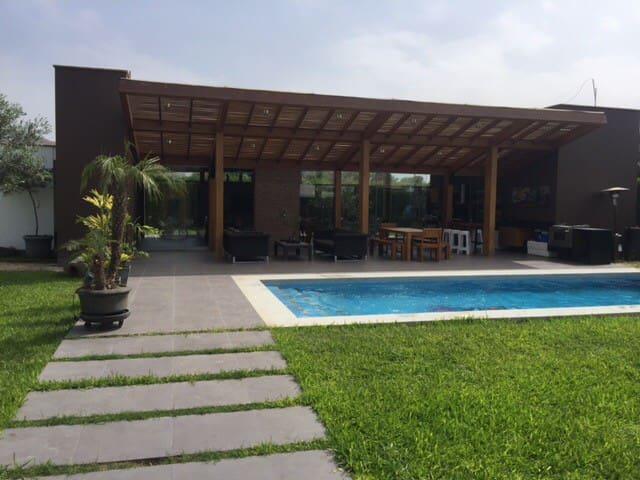 Hermosa y Moderna Casa de Campo