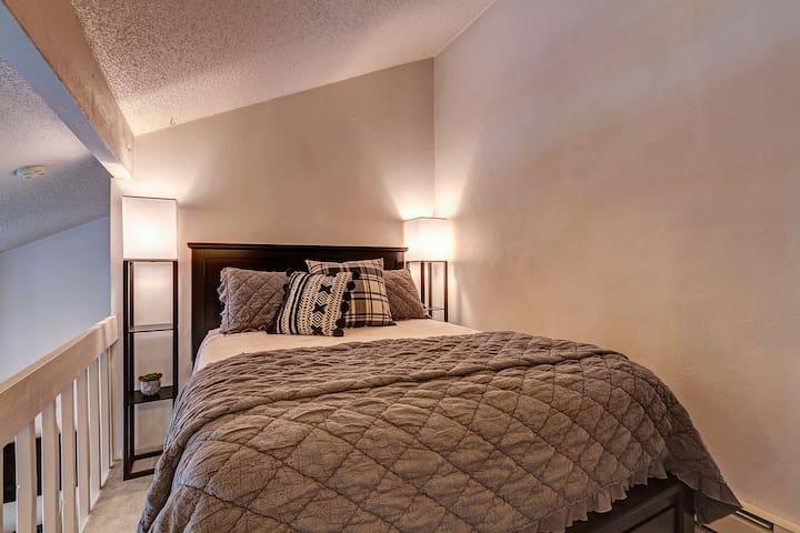 Separate sleeping area - loft.