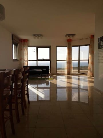 Great spacious confronting the beach