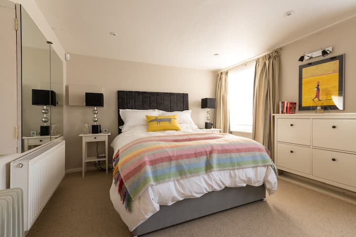 Smart flat in famous Suffolks area of Cheltenham
