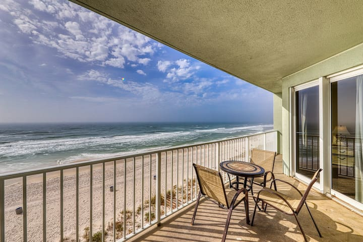 Beachfront condo with ocean views and shared pool - easy beach access!