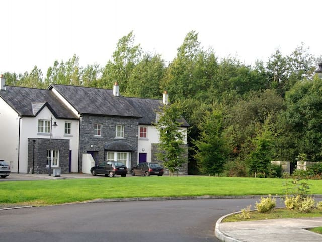 Bunratty Castle Gardens (Type B) - 3 Bed - Bunratty - Rumah