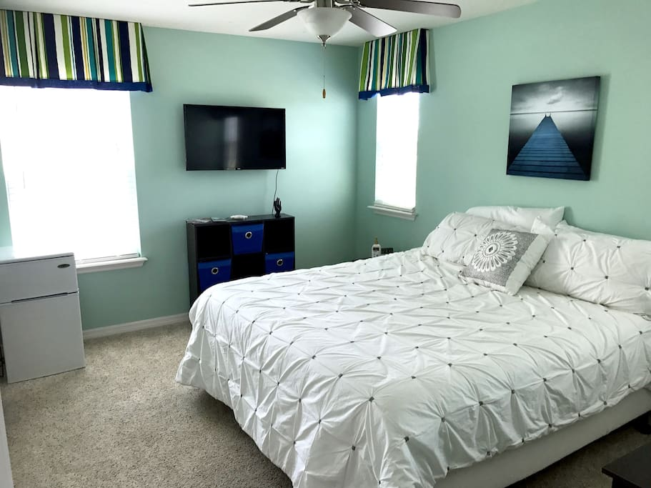 Executive Suite, Split Adjustable Cal King Bed with Private Bathroom